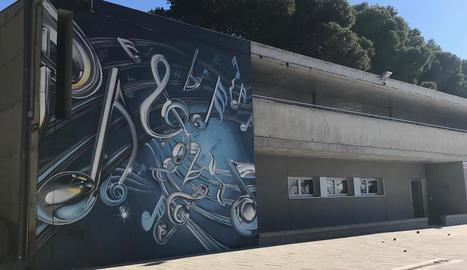 El mural que s'ha pintat a l'Escola de Música d'Alguaire.