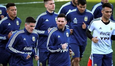 Messi va tornar a entrenar-se ahir amb la selecció de l'Argentina, després de vuit mesos.