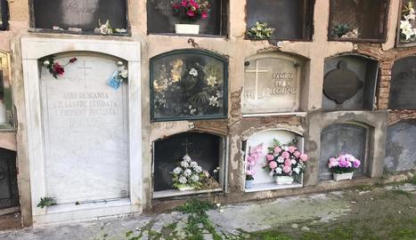 El departament de Santa Cecília, ara en obres, acull des del 1943 les restes de Ricard Viñes, que va demanar ser enterrat al costat de la mare.