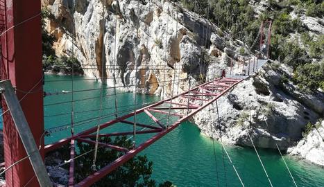 Inicien els treballs per reparar la passarel·la de Mont-rebei i estarà en un mes