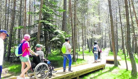 Imatge d'arxiu de turistes del Parc Natural de l'Alt Pirineu.