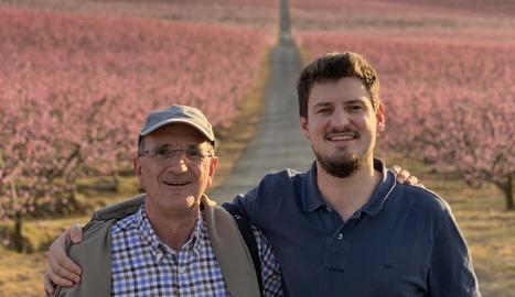 Imatge d'un dels guanyadors: l'Albert Recasens amb el seu pare Jordi a Aitona.