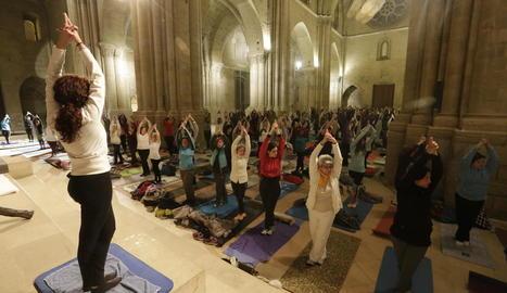 Sessió de ioga en la nova cita de 'Nits de Lluna Plena' a la Seu Vella
