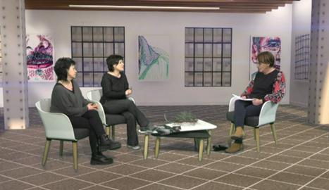 La periodista Glòria Farré parla amb Anna Llort i Alba Cuñé.