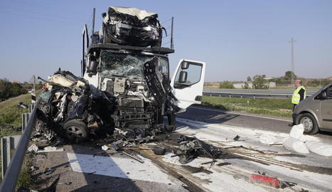 El cotxe en el qual viatjava la víctima va quedar convertit en un garbuix de ferros.
