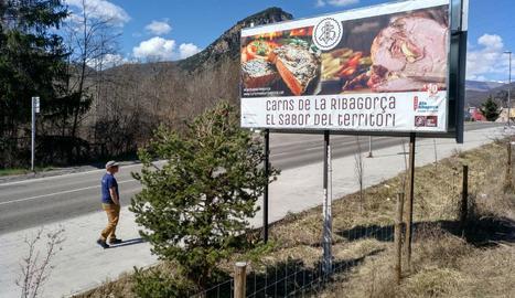 Cartell de la campanya de promoció a l'entrada del Pont.