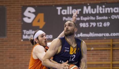 Stutz mai no poder parar Oliver Arteaga, el millor del partit.