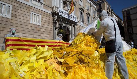 Diversos membres dels CDR de Sabadell es van enfrontar al president de la Generalitat, Quim Torra.