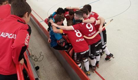 Els jugadors del Lleida.net Alpicat celebren el triomf.