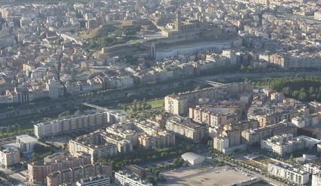 Imatge aèria de Lleida des del barri de Cappont.