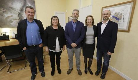 Els directius de la UdL, amb la coordinadora de la VIA University (segona per la dreta), ahir.