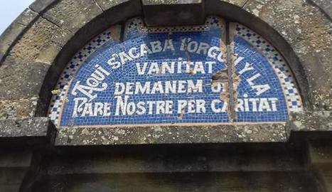 La inscrpció es troba al cementiri de la localitat de Llobera