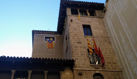 La Junta Electoral dóna 24 hores per retirar els símbols independentistes de la façana de l'ajuntament de Lleida