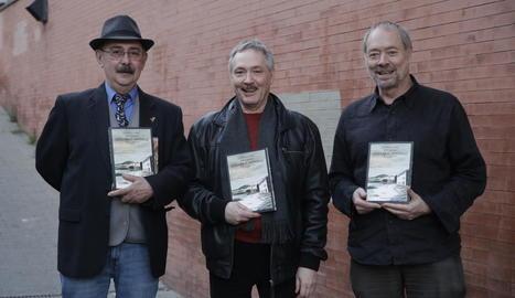 Pep Mòdol, que va presentar l'acte, amb Alfonso López i Pepe Gálvez, autors de 'Llegará el invierno'.