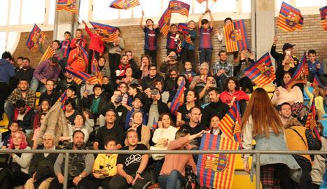 Els jugadors de la base del Comtat d'Urgell van compartir exercicis amb els seus ídols del Barça.