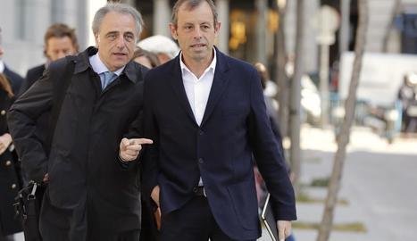 Sandro Rosell, acompanyat pel seu advocat Pau Molins, a l'arribar a l'Audiència Nacional.