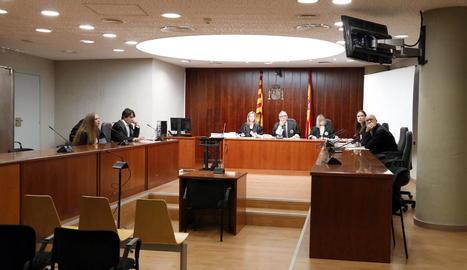 L'acusada va declarar per videoconferència des de Romania.