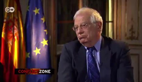 Borrell se indigna por una entrevista y la hace parar