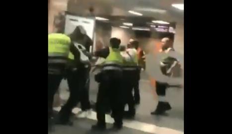 VÍDEO. Renfe investiga a los vigilantes de seguridad que golpearon a un pasajero en Barcelona