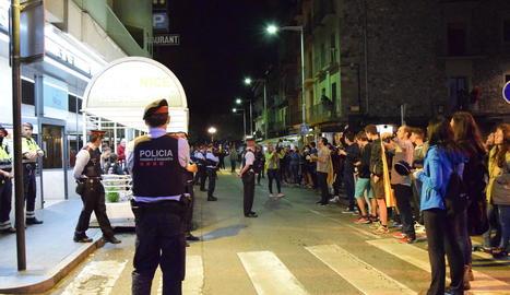 Cassolada davant un hotel de la Seu d'Urgell el 2 d'octubre del 2017.