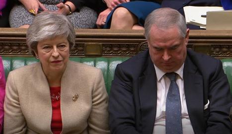 El Parlament britànic rebutja el tractat de sortida del