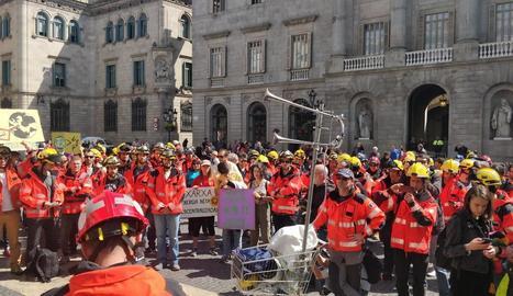 A la plaça Sant Jaume, davant de la Generalitat, van llegir un manifest amb les seues reivindicacions.