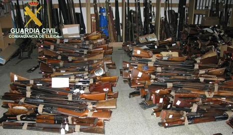 Imatge d'armes destruïdes per la Guàrdia Civil per convertir-les en ferralla.