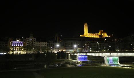 La Seu Vella, el Palau de la Paeria i el pont Vell, ahir a les fosques.