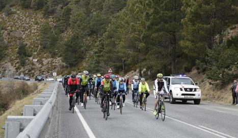 Més de mig miler de ciclistes fan una marxa en record del ciclista atropellat a Martinet