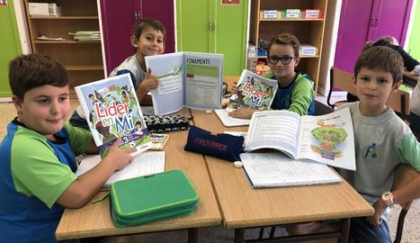 L'aprenentatge dels alumnes a l'aula s'estén a altres àmbits com la llar o l'esbarjo.