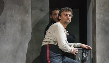 El tenor Jonas Kaufmann, durant l'actuació a l'òpera de Verdi.