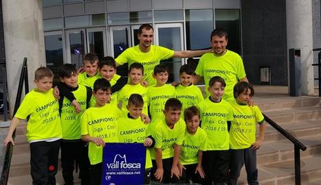 Equip del CFS Tremp, que s'ha proclamat campió de la Lliga benjamina de futbol sala.