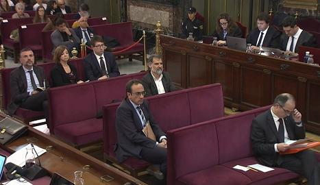 Els acusats, en un moment del judici durant la declaració de testimonis.