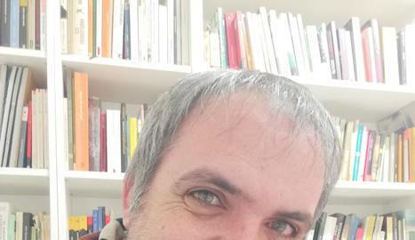 David Marín va nàixer a Barcelona i resideix a Vallfogona.