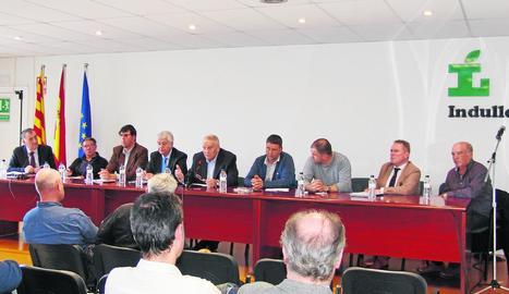 Francesc Argilés, al centre de la imatge, és el nou president d'Indulleida.