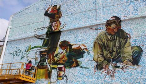 El grafiti gegant que Brik pinta a la Granadella.