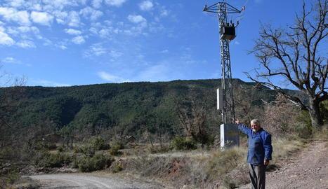 Una de les torres de la línia elèctrica inacabada.