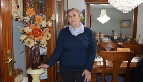 """""""Els llums i el gerro tremolaven"""" - Marcela Gálvez, veïna de la Seu d'Urgell, va explicar que """"els llums del menjador, la cristalleria i el gerro van començar a tremolar"""". """"No va ser només el moviment sinó el gran soroll que l'ac ..."""