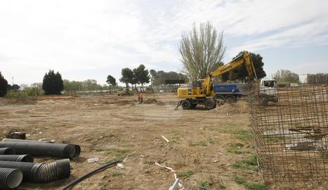 Les obres al solar de l'antiga Hípica de Lleida, que acollirà el nou recinte de les firetes.