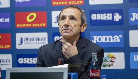 Joan Carles Oliva, amb gest seriós ahir a la sala de premsa, després del partit contra l'Eixea.
