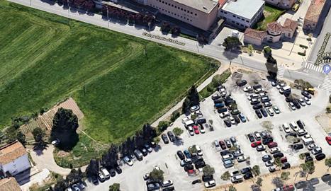 Vista aèria de l'aparcament de l'hospital Santa Maria de Lleida.