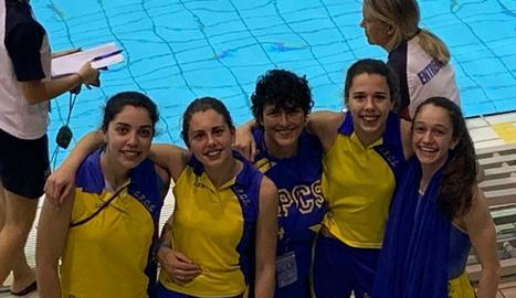 Alumnes del CPC Somontano, al costat de la seua entrenadora, Marisol Velasco.