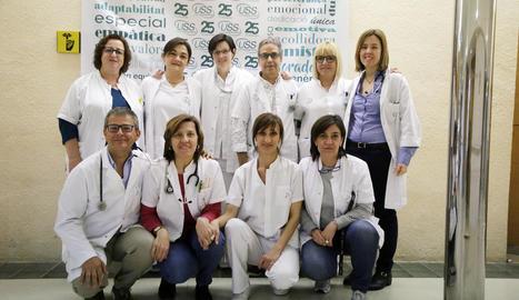 Equip de geriatria, infermeria, auxiliars de clínica, fisioteràpia, psicologia i treball social.