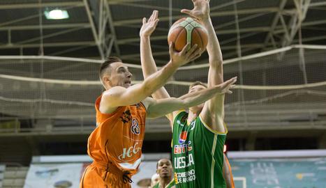 Dukan Djukanovic intenta deixar una safata davant de Nurger.
