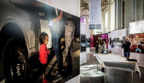 La imatge guanyadora, de John Moore, a l'exposició del World Press Photo a Amsterdam.