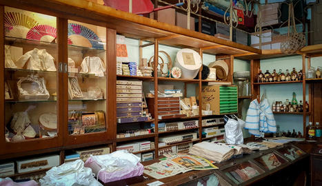 socialització. A banda de botigues també s'han recuperat una acadèmia de repàs escolar i un taller de pintura, així com una petita taberna.