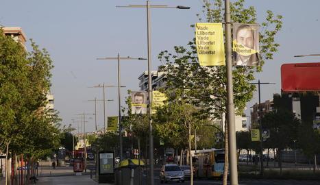 Els cartells electorals van començar a prendre els principals carrers ahir.
