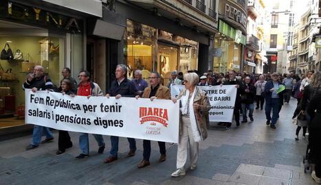 Imatge de la manifestació de la Marea pensionista de Lleida per l'Eix Comercial.