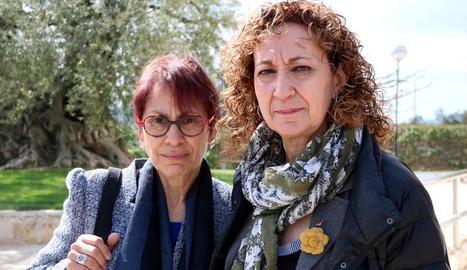 Margarita Català i Ester Capella, ahir a Móra d'Ebre.