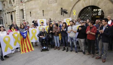 Una trentena de persones van donar suport ahir a Juvillà.